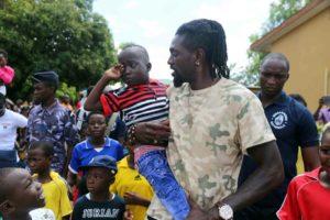 Adébayor fait don des plats gratuits au peuple togolais